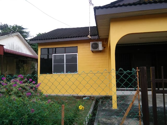 Nice and strategic homestay to stay in kulim town - Kulim - House