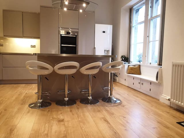 Cupar King size double bedroom near  St Andrews