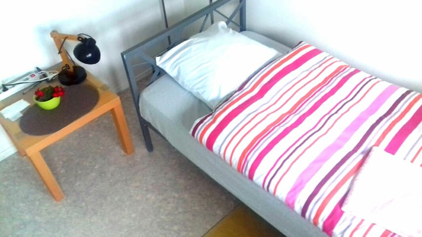 Chambre room/Zimmer 1ou2 pers; accepte le velo