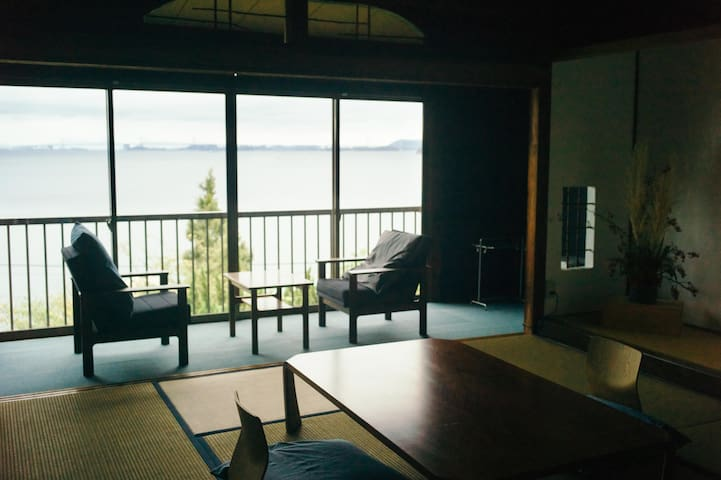 """A Room with a Marvelous Oceanview, """"Hanada."""""""