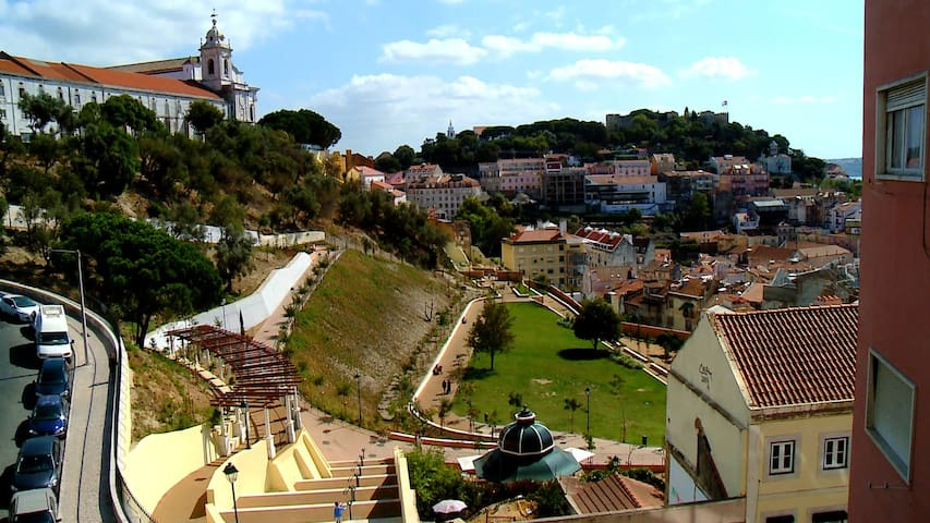 Whenever you search for Jardim da Cerca da Graça, our apartment appears in most of the pictures. (There it is, on the yellow building right in the center of the picture!)