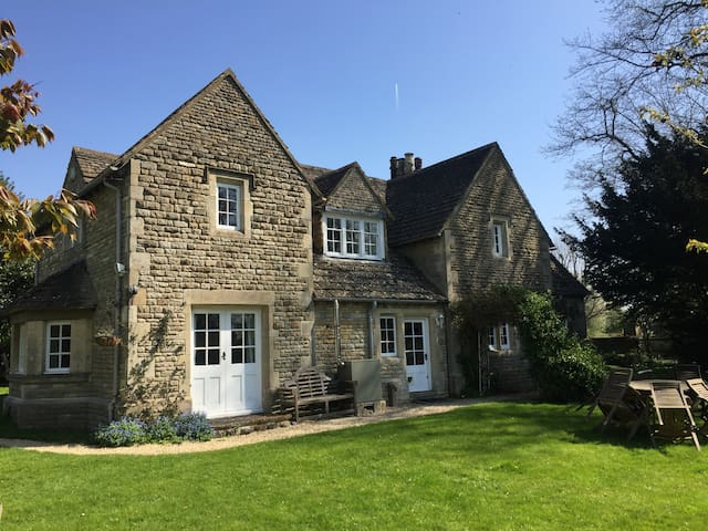 The Lodge, a picturesque Cotswolds retreat - Meysey Hampton - Hus