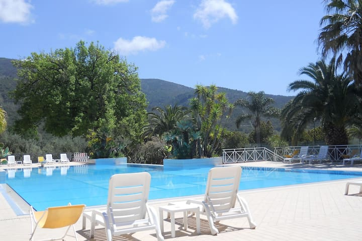 Holiday home with pool, 2.1 km from the sea, coast with caves and beaches