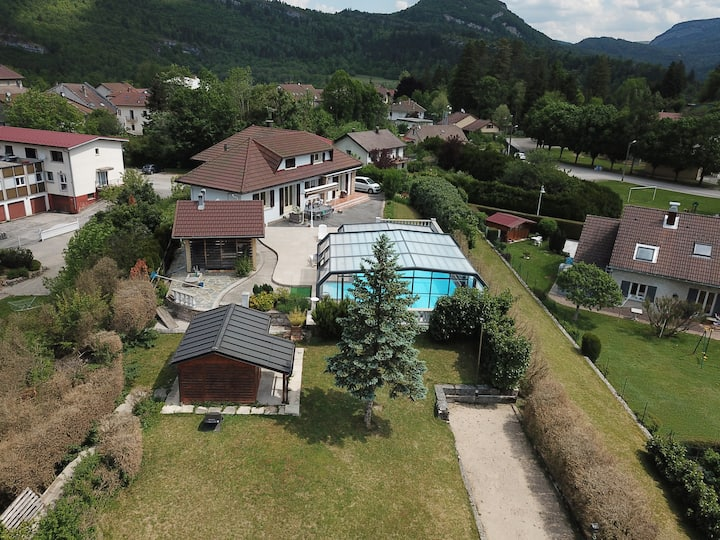 Grande Maison de 200m2 Haut-Jura avec piscine
