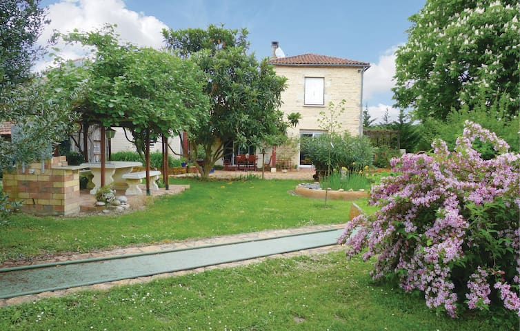 Holiday cottage with 3 bedrooms on 350m² in Colayrac St Cirq