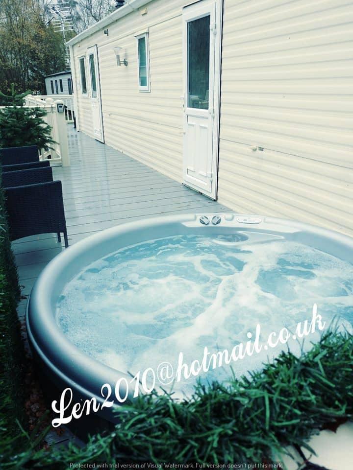 Tattershall Lakes - Len's Getaway hot tub rental