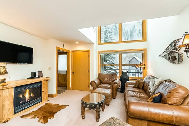 New listing! Ski-in/ski-out condo w/ private balcony, fireplace & shared hot tub