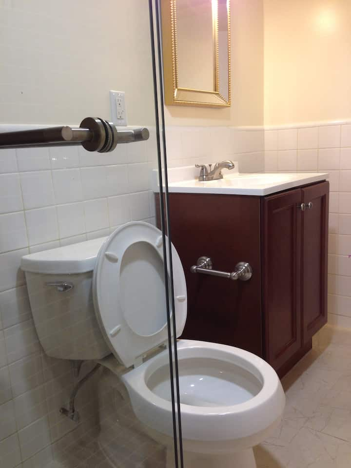 Spacious private room with private bathroom