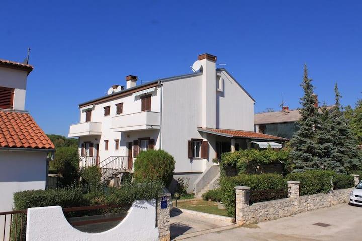Appartamento di una stanza con terrazzo Valbandon, Fasana - Fažana (A-7268-b)