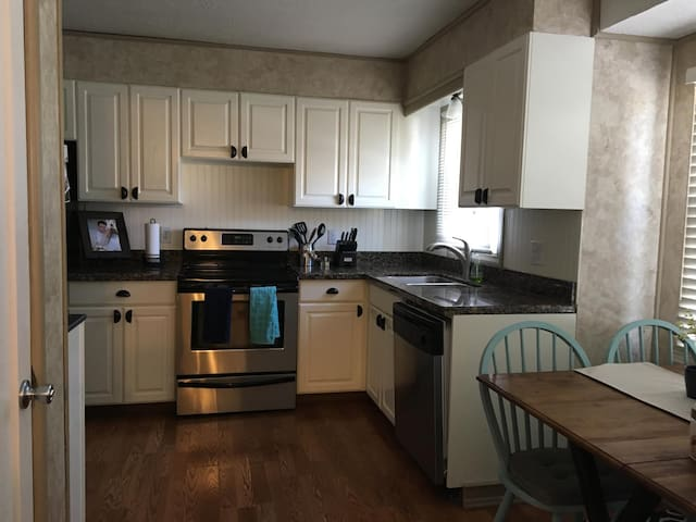 $99/nt only MINUTES from BYU-firepit in backyard! - Provo - Hus