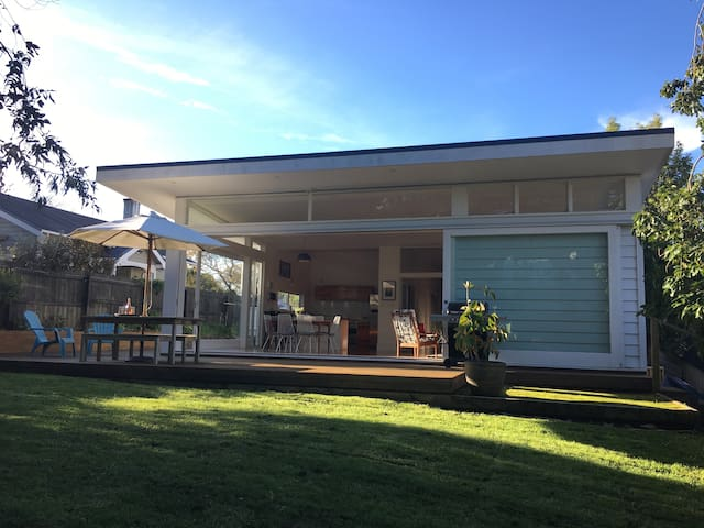 Our City Bach by Western Springs and Eden Park - Auckland - Villa