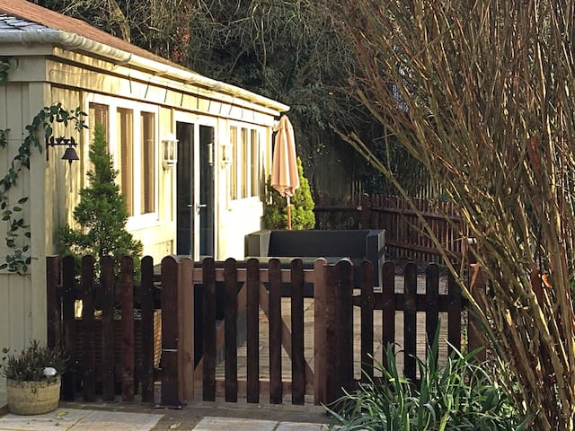 Charming Chalet in beautiful garden in South Downs - Hampshire - Xalet