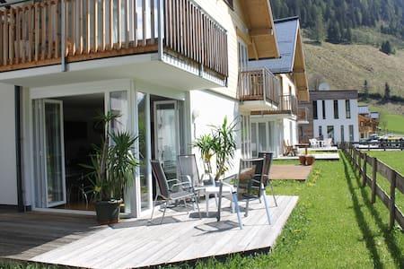 Familien Apartment Sonja Terrasse mit Bergpanorama