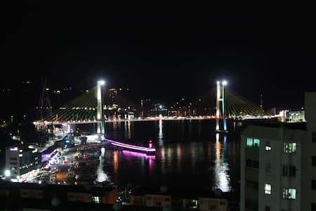 아름다운 바다와 안락함이 함께 하는 곳, beautiful & relaxing - Jungang-dong