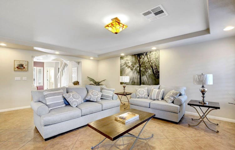 Newly Remodeled 4bd 3.5ba House 7 beds 温馨小屋