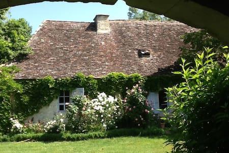 Maison du Périgord des bastides - Sainte-Sabine-Born - Hus