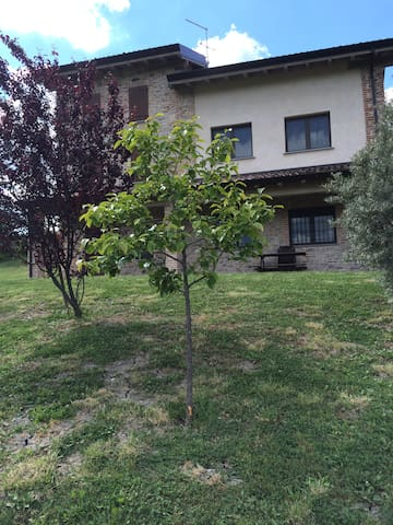 Affascinante rustico in alta Val Tidone - Caminata - วิลล่า