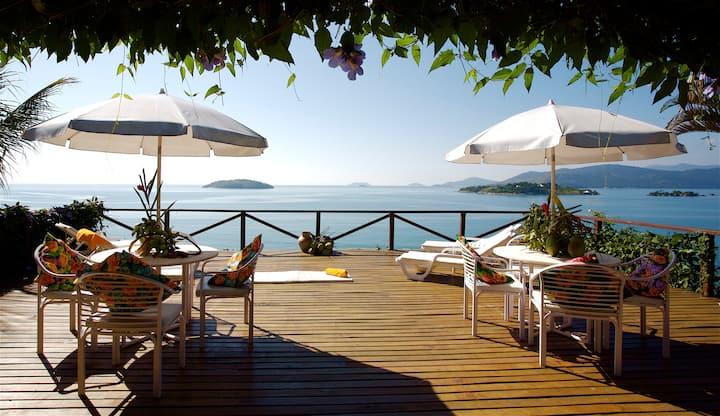 Casa em Ilha com Barco  Cozinheira e Piscina  Wifi