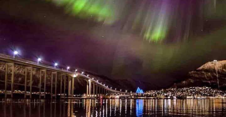 Bolig ligger på fastlandet med utsikt til Tromsøya