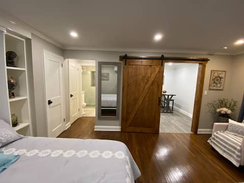 Newly Renovated Modern & Cozy Private Apartment