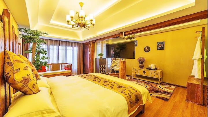 水墨丹青、古城核心四方街、临河观景蜜月浴缸观景大套房、空调地暖、舒适安静典雅庭院