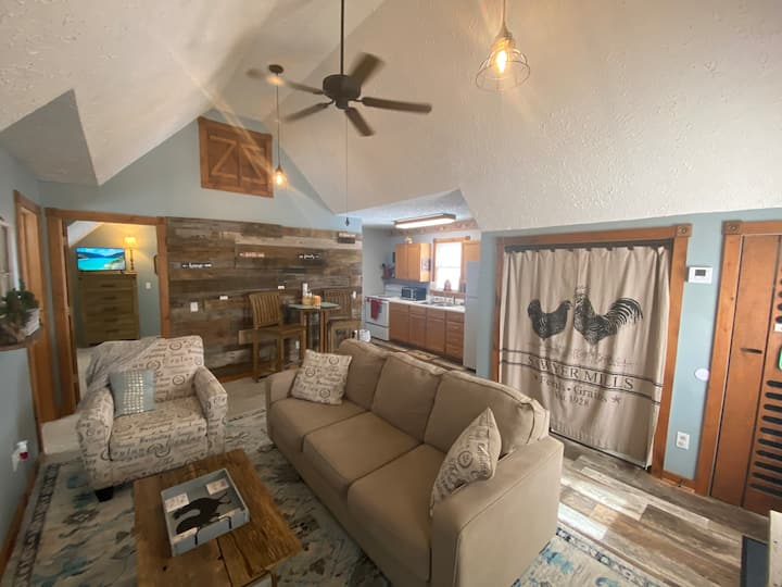 Cozy Rustic Farmhouse Apartment near Mammoth Cave