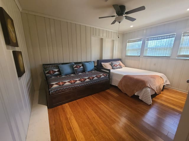 Queen bed + twin daybed + twin trundle