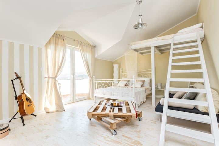 Studios Slaven - Luxury Studio - Plano - Apartemen