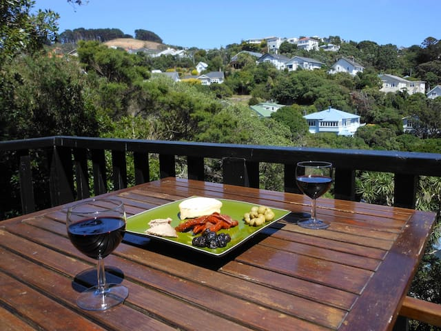 wadestown dating site Cargills castle image courtesy of  goldies brae in wadestown  dating from 1876, cargill's castle is a relatively early, large-scale concrete residence,.
