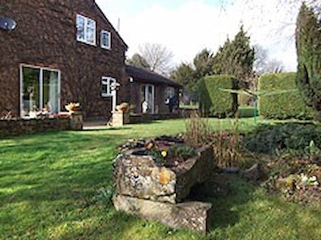 Beautiful garden in rural north Oxfordshire village