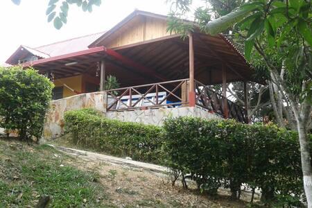 Casa Campestre, Vía Aeropuerto - Lebrija - Cabane