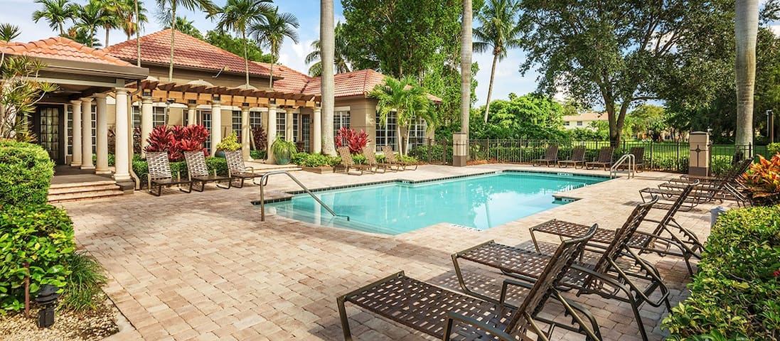 Private Room in Paradise - Coral Springs - Townhouse