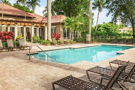 Private Room in Paradise - Coral Springs