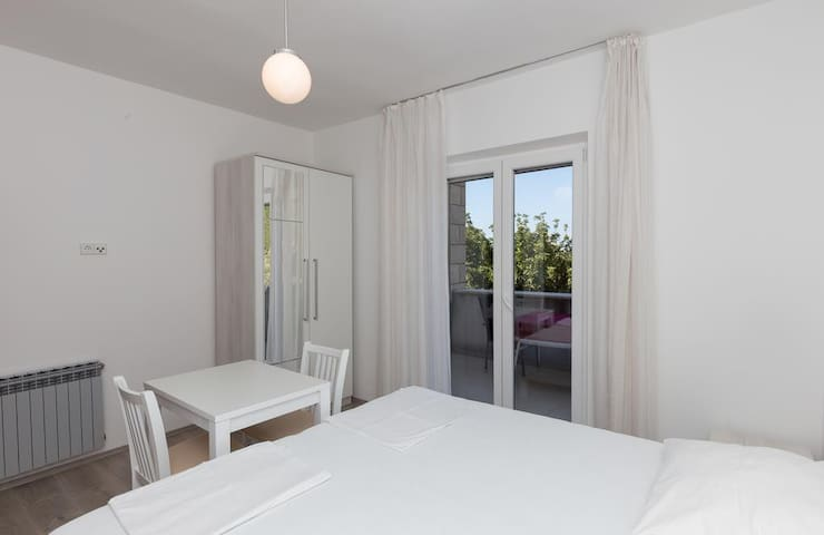 RoomsVillaBašica-Standard Double Room, Forest View