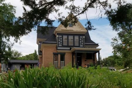 Eclectic Vintage Mansion circa 1884 - Pierre