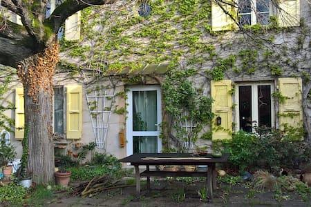 Chambre calme et son jardin - Sablons - Hus