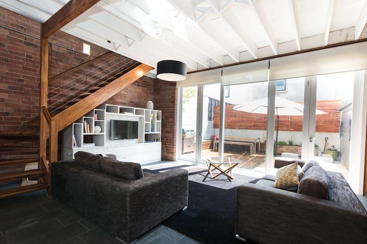 """St Vincent"" Stables Spectacular South Melbourne - South Melbourne - House"