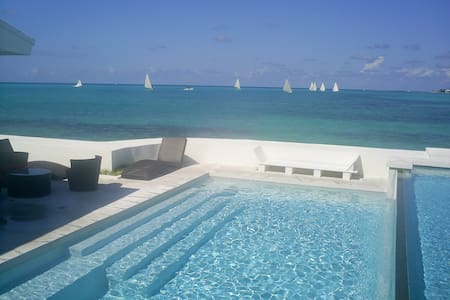 IDEALLY LOCATED VILLA BY THE BEACH - Nassau - Rumah