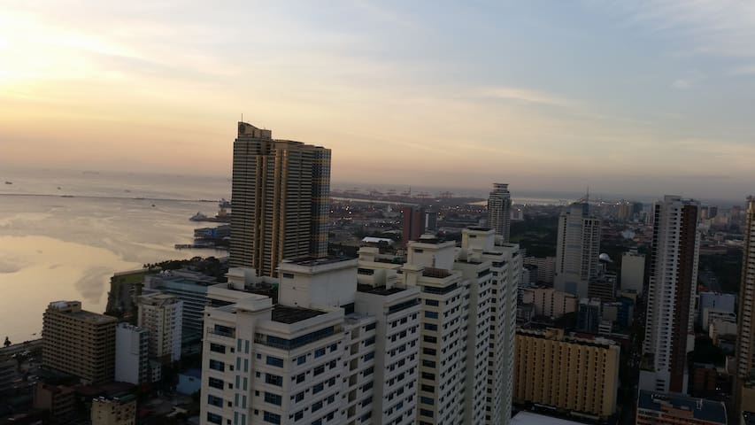 Stunning view at 43rd floor - Manila - Apartment