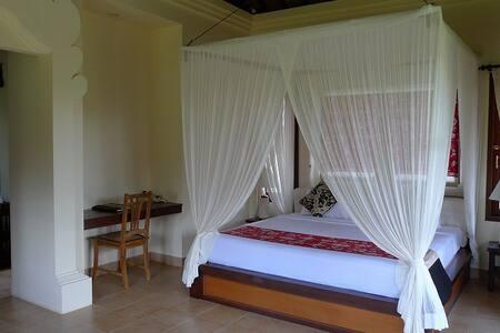 Ubud Lestari Bungalows --suite room