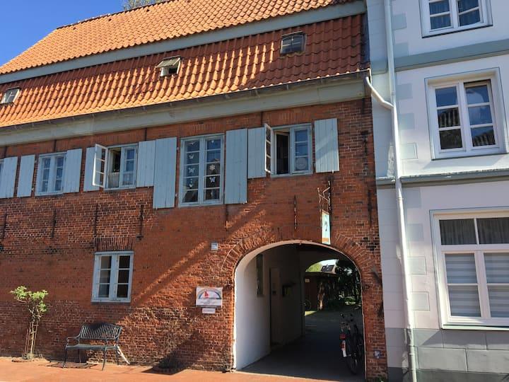 von Esmarch-Erste Hülfe zwischen Hafen & Markt