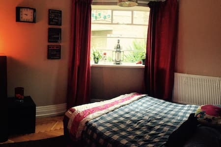 Homely 3 bed flat - Beautiful Location - Riverside - Appartement