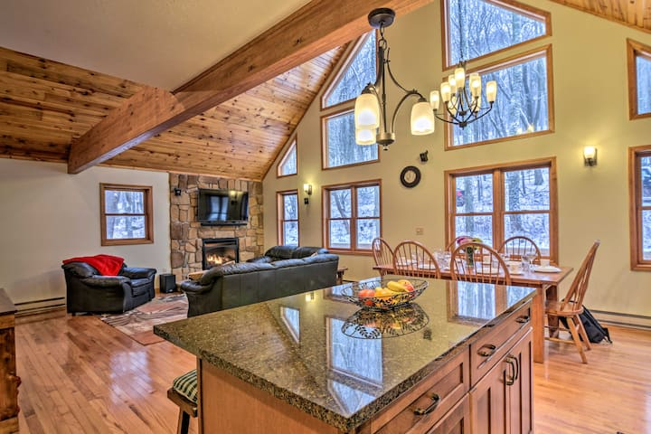 Homey Alpine Lake Chalet: Beach, Boat, Golf & Ski!