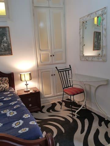 jolie chambre meublée climatisée