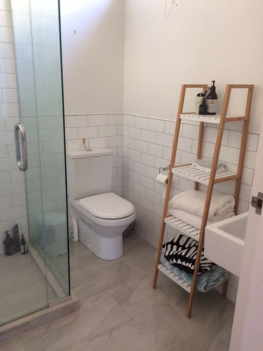 Lovely fresh ensuite bathroom