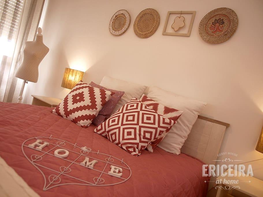 Quarto 4: PÉROLA - duplo com cama de casal + sofá cama
