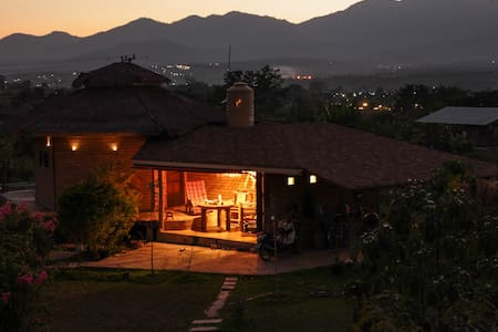 Romantic views of Pai valley - Wiang Nuea - House