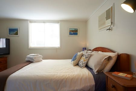 Wake up to the sound of Birds - Revesby Heights - Guesthouse