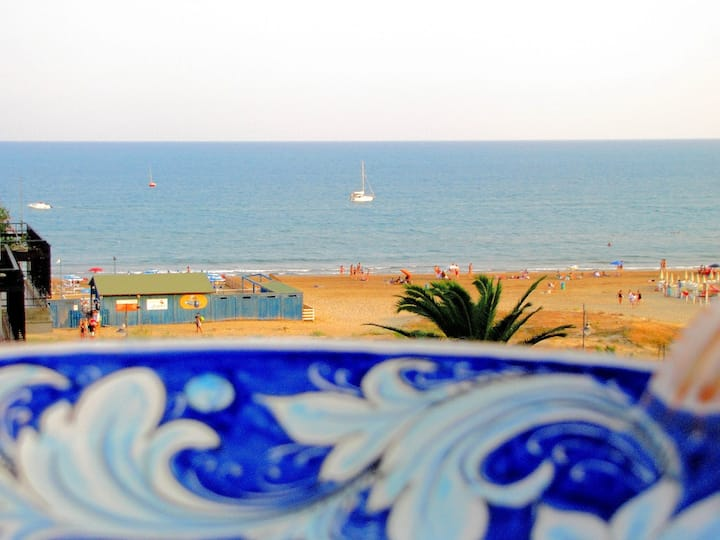 Alsave CaseSicule, Sea View Apartment with Veranda and Terrace, 50 mt from the Beach,