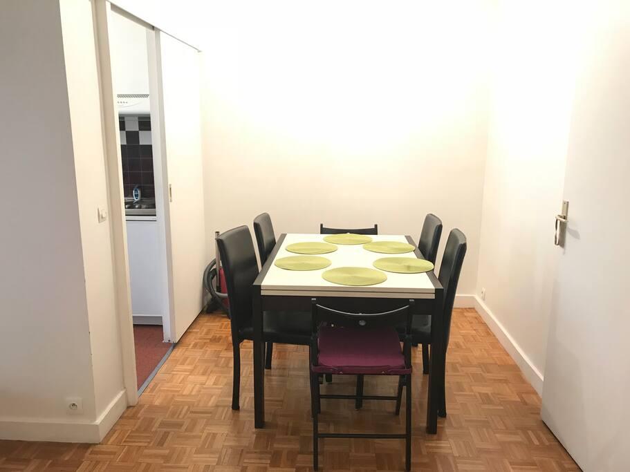 Table à manger pour 6 personnes